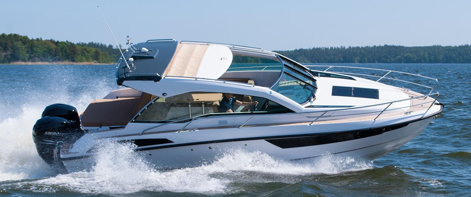 Salongsbåt eller daycruiser Flipper 900 st är två båtar i ett