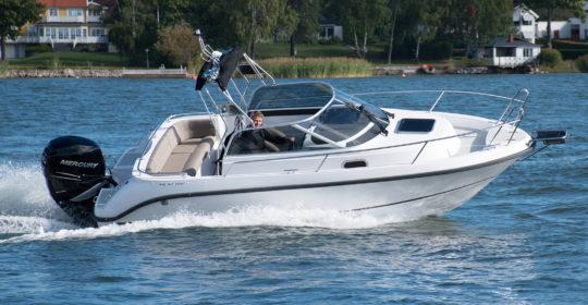 Aquador 22 WAE i sjön