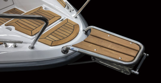 Aquador 25 med peke och stävstege