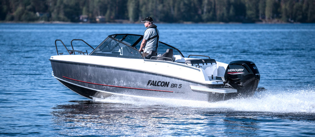 Falcon BR 5 med Mercury fyrtaktare hos Flipper Marin