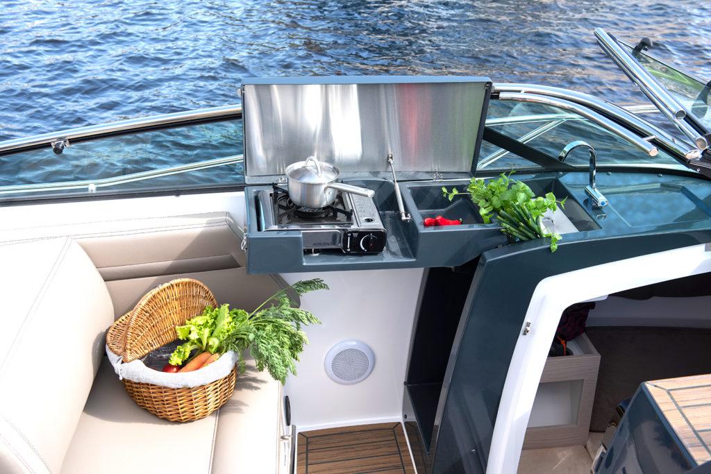 Flipper 800 DC med Mercury motor - provkör motorbåt hos Flipper Marin
