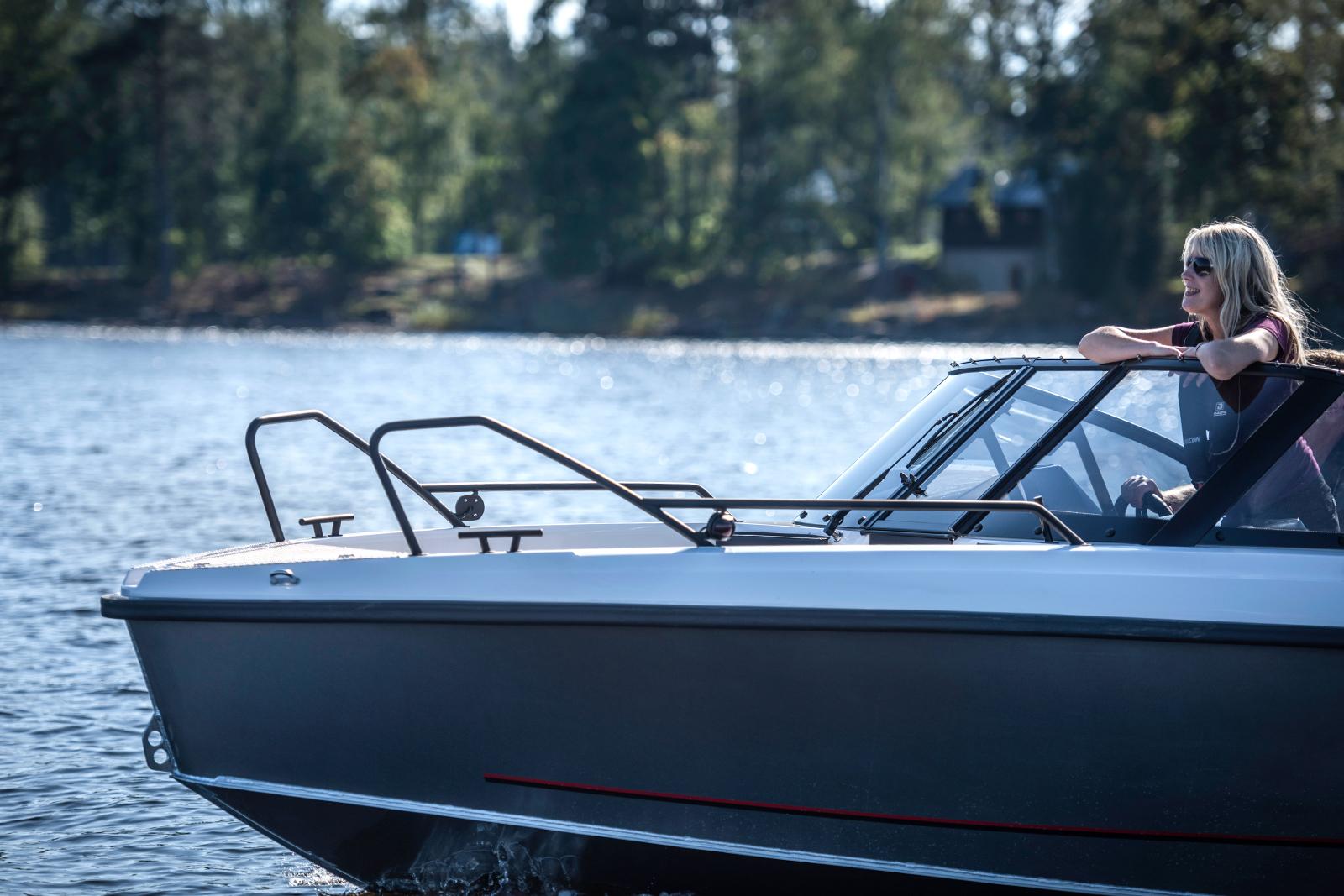 Falcon BR 7 (Bow Rider) med Mercury 150 hk fyrtaktare, provkör båten hos Flipper Marin