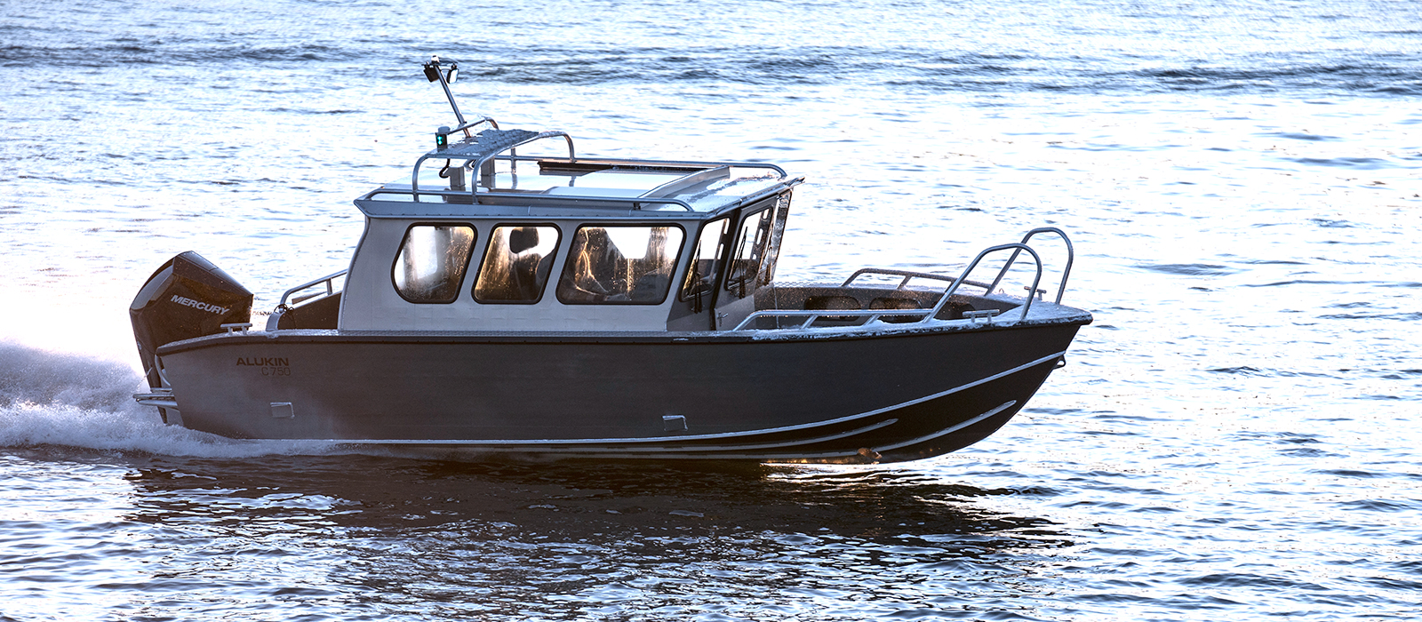 Alukin C 750 med Mercury V8-250 hk, provkör båten gärna hos Flipper Marin i Täby/Stockholm