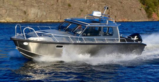 Alukin SCR 850 har Halkmöstrat fördäck för att säkert och tryggt röra sig på fördäck