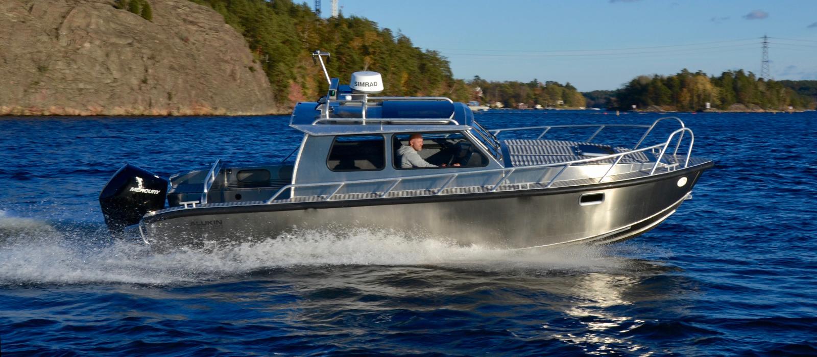 Alukin SCR 850 med Mercury V8-350 hästkrafter utombordare - provkör hos Flipper Marin i Täby/Stockholm