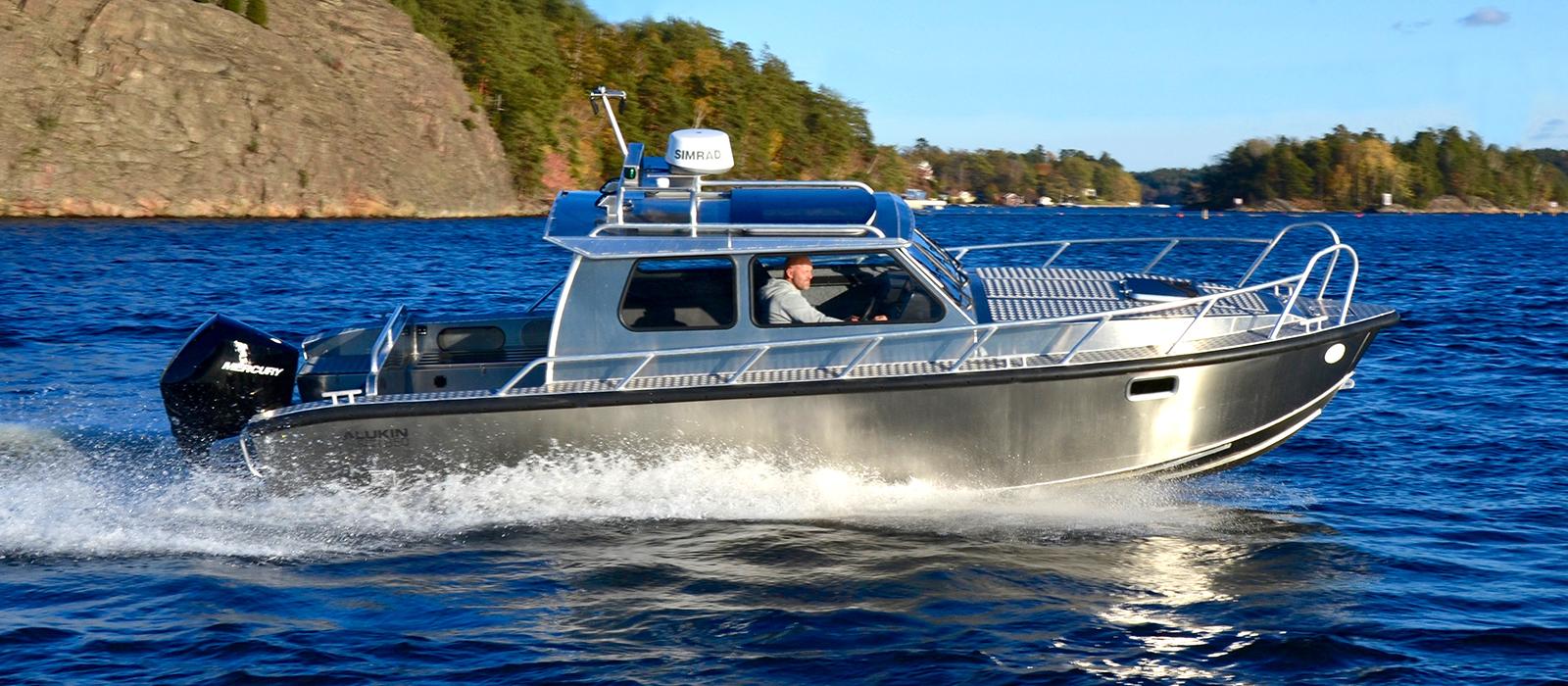 Alukin SCR 850 med Mercury V8-300 hästkrafter utombordare - provkör hos Flipper Marin i Täby/Stockholm