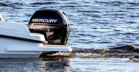 Badbryggan och Mercury motorn på Bella 640 DC