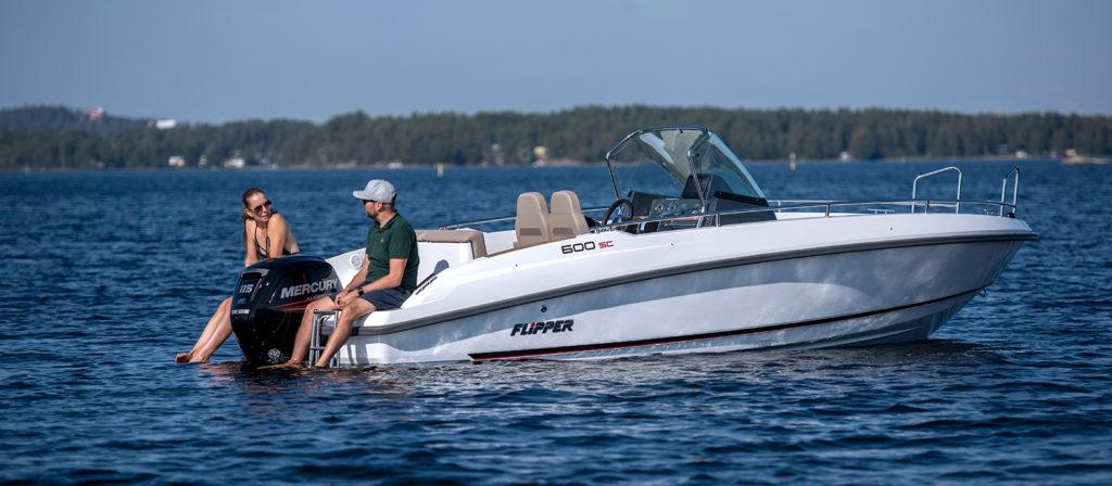Flipper 600 SC med Mercury motor - provkör motorbåt hos Flipper Marin