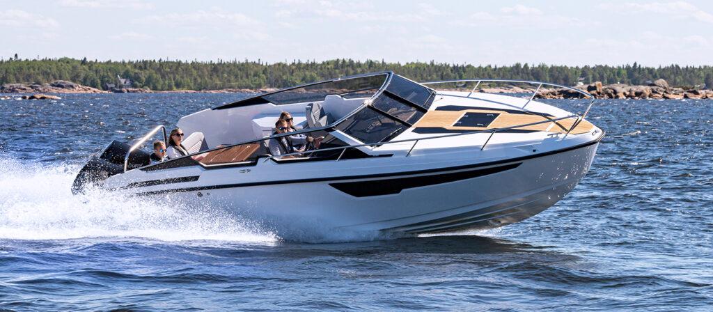 Flipper 900 DC med dubbla Mercury V8-300 Verado - provkör motorbåt hos Flipper Marin