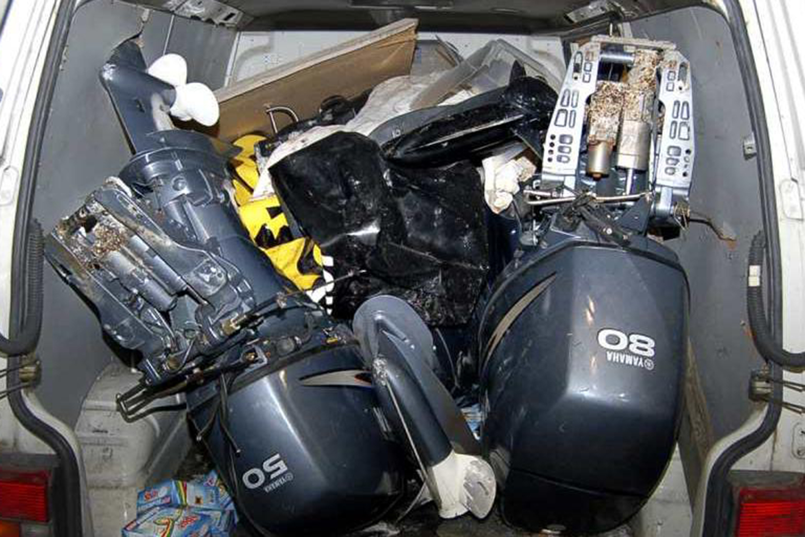 Stulna båtmotorer beslagtogs vid stor insats