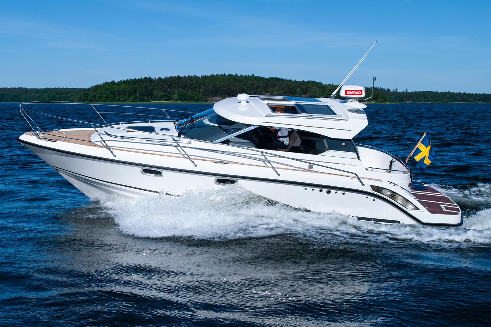 Aquador 30 HT med Simrad radar