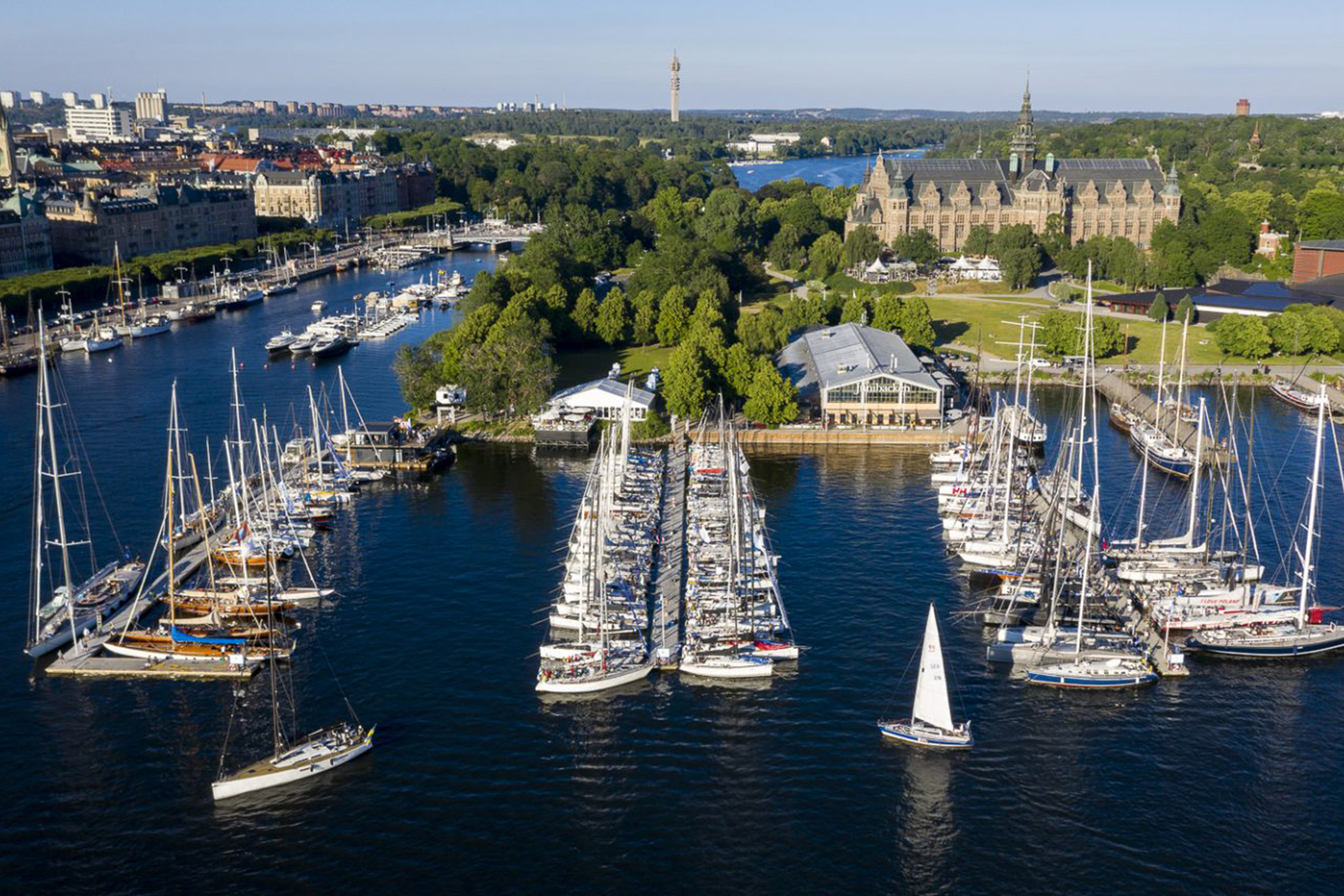 Flytande båtmässa mitt i Stockholm